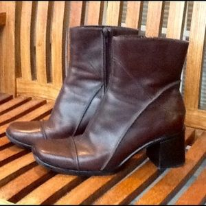 Clarks leather booties ankle boots Sz 8M